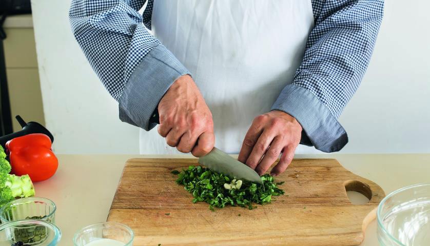 kartofelnuy-salat-s-semenami-konopli-3